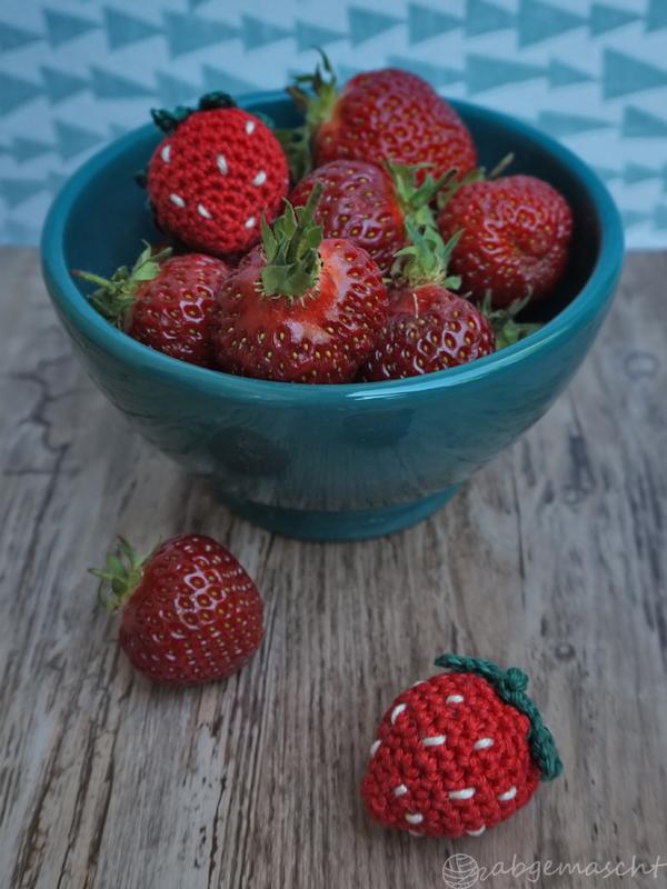Gehäkelte Erdbeeren - Anleitung im Blog www.abgemascht.de